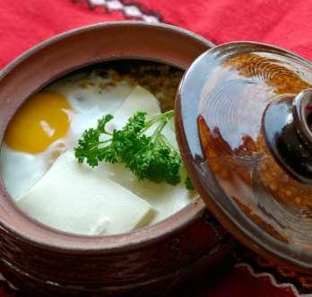 Un plato típico de Bulgaria llamada Gyuveche