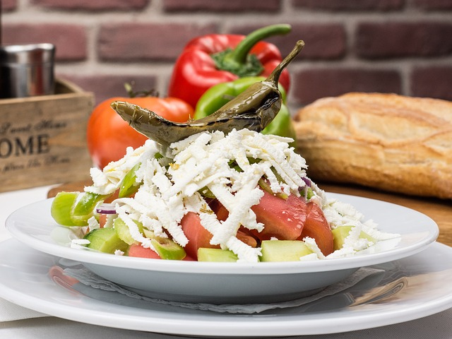 Shopska ensalada, comida tradicional de Bulgaria