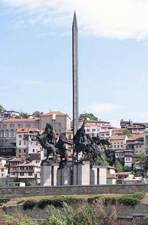 monumento-asenevtsi-veliko-tarnovo