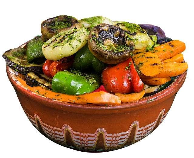 Un plato con verduras a la parrilla, comida típica de Bulgaria